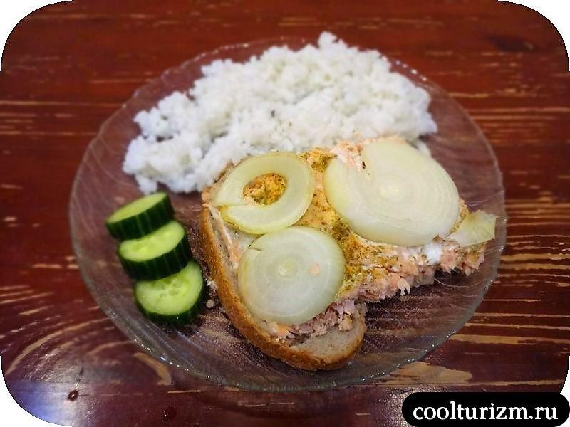 Горбуша на хлебе в духовке