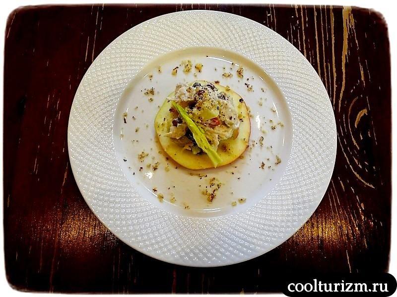 салат с куриной грудкой и яблоками рецепт и фото