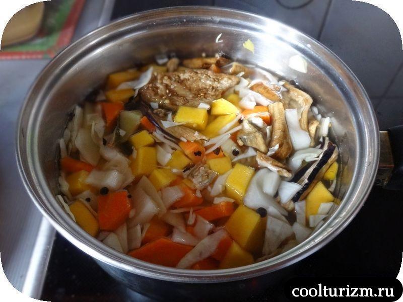 овощной суп с капустой и яйцом
