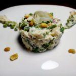 Рыбный салат с фасолью и арахисом
