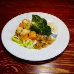 Треска с овощами и сметанным соусом