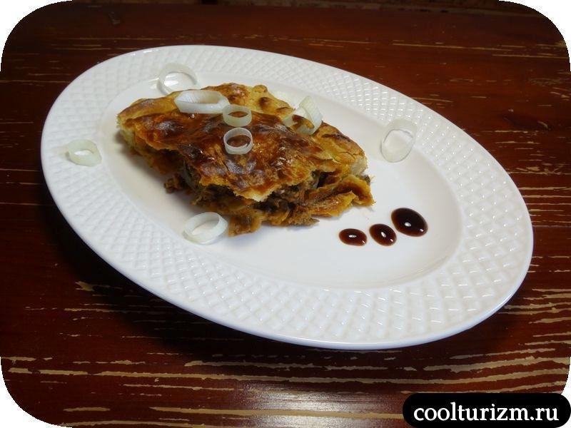 пирог из слоеного теста и говяжьего фарша рецепт