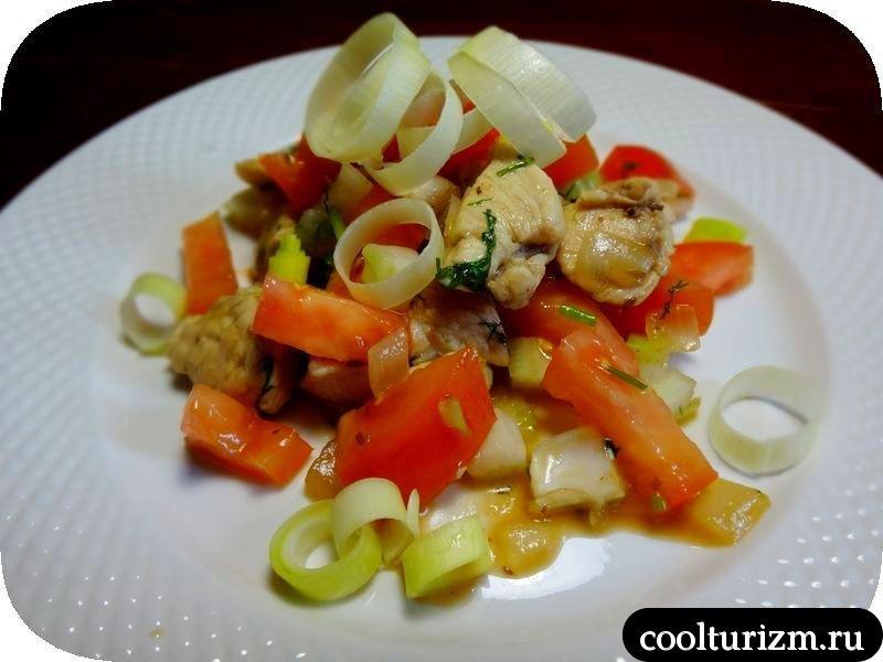 тёплый салат с курицей