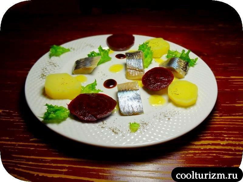 салат из селедки, картошки и свеклы