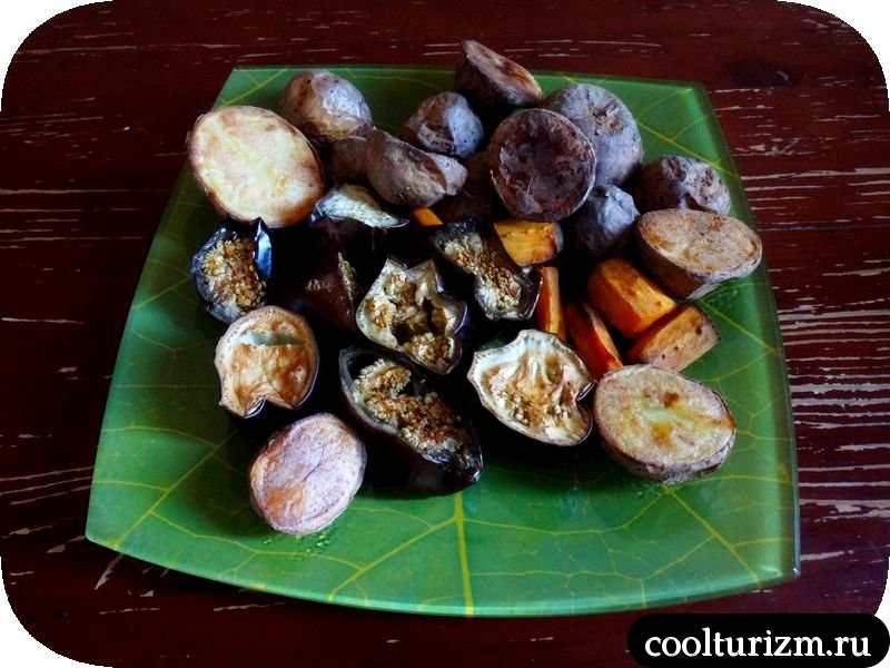 салат из запеченных овощей с ореховым соусом