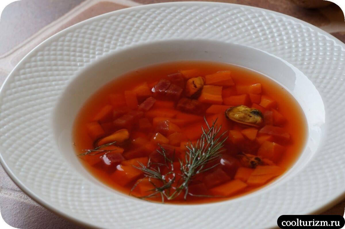 суп с морковью, свеклой и мидиями