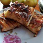 Деревенский яблочный пирог с изюмом