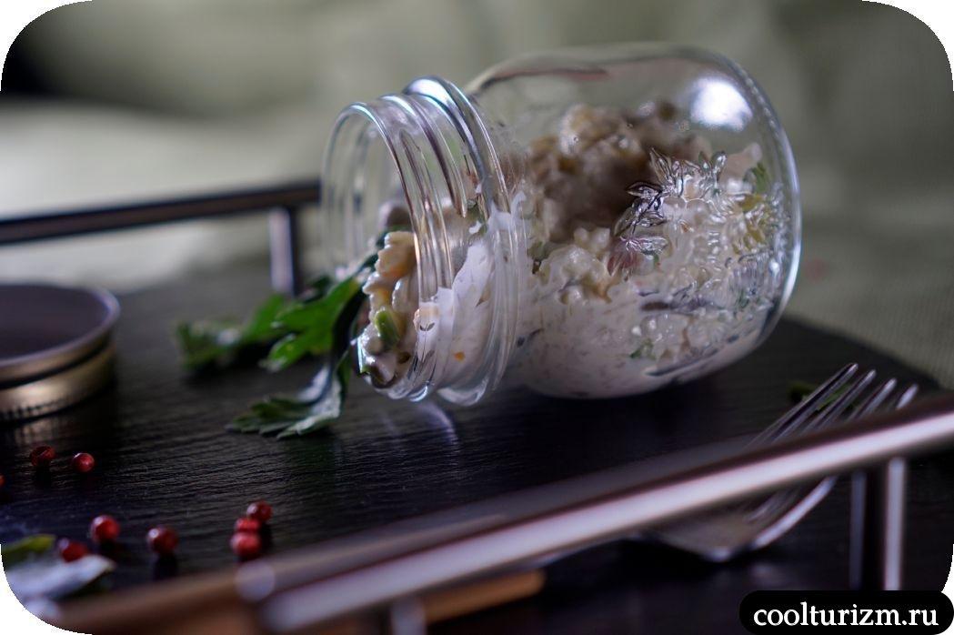 вкусный салат из кальмаров и крабовых палочек