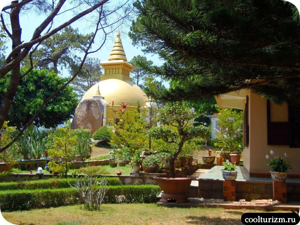 Золотой Будда в Далате