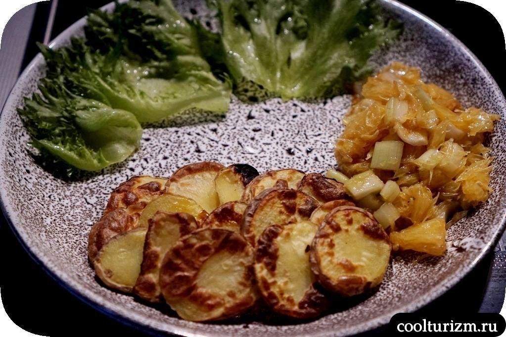 сельдь на гриле с картошкой и апельсиновым салатом