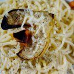 Букатини в сливочном соусе с грушей гриль