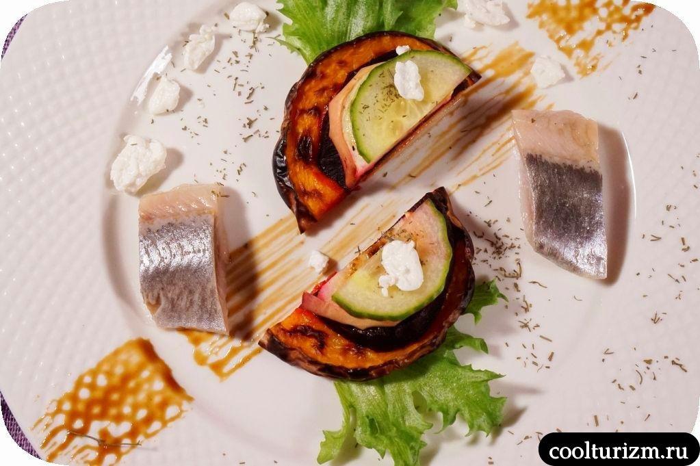 салат из овощей гриль с селедкой