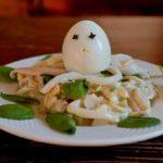 Салат с кальмарами самый простой рецепт.Салат кальмары с яйцом и луком