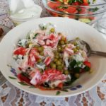Салат из свежих огурцов и помидоров со сметаной