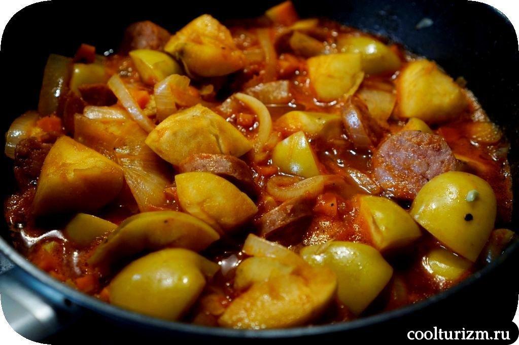 колбаса в томатном соусе