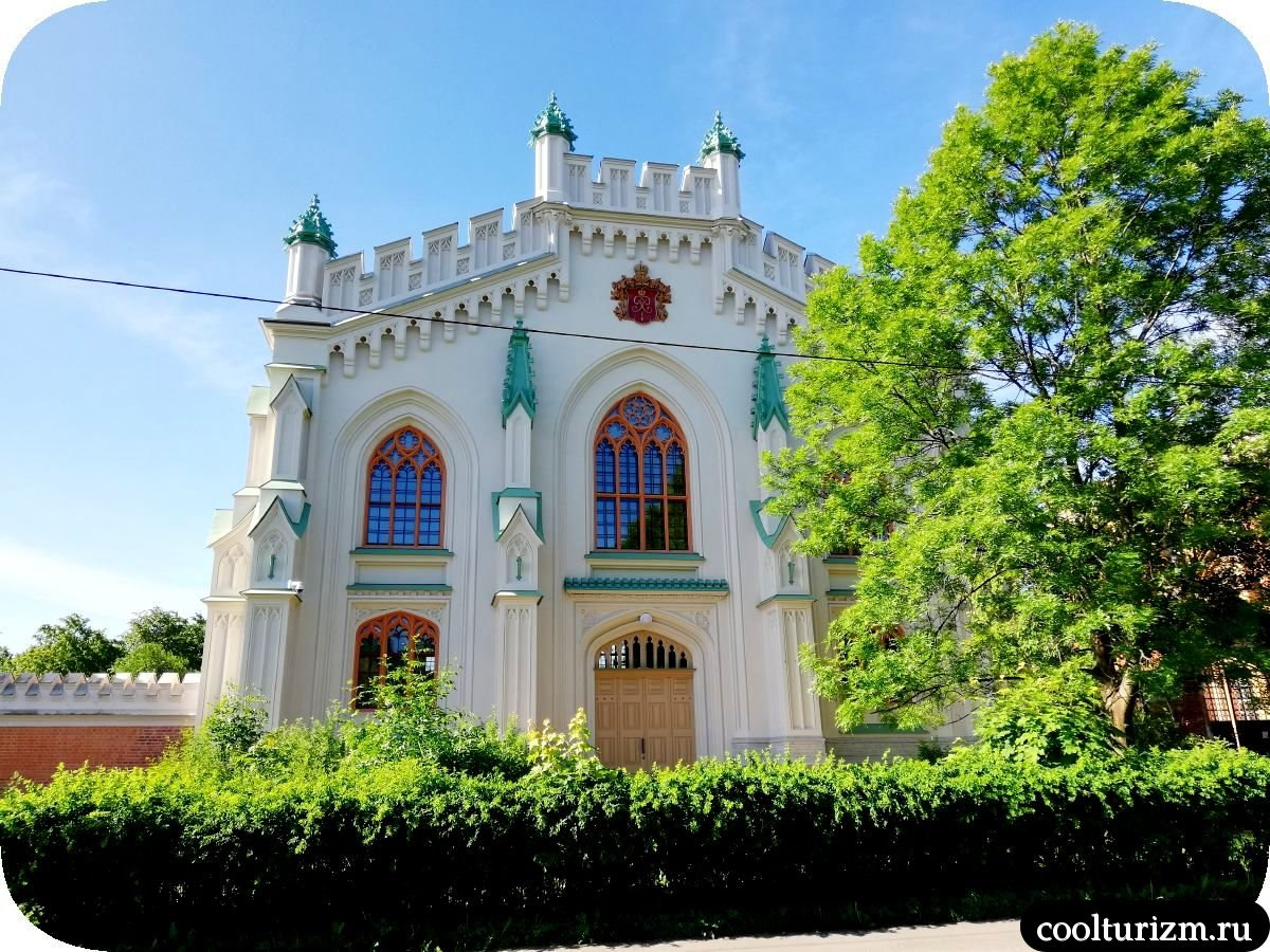 императорские конюшни в Петергофе
