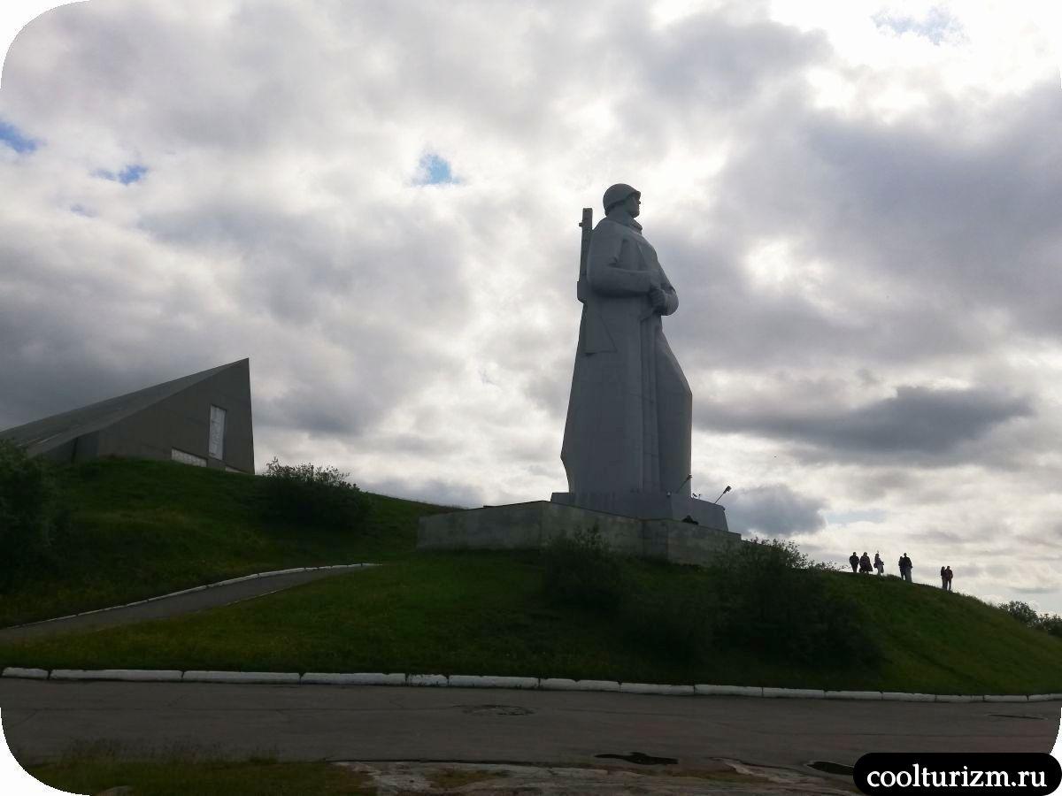 Что посмотреть в Мурманске зимой памятник Алеше