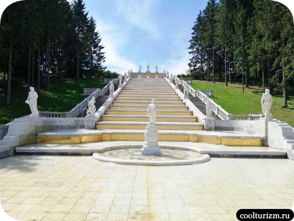 сколько фонтанов в Петергофе.Золотая гора