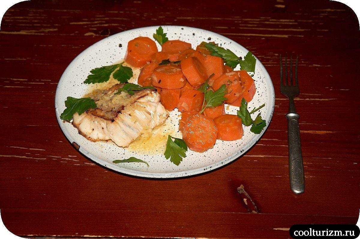 треска с морковью и имбирем в масляном соусе