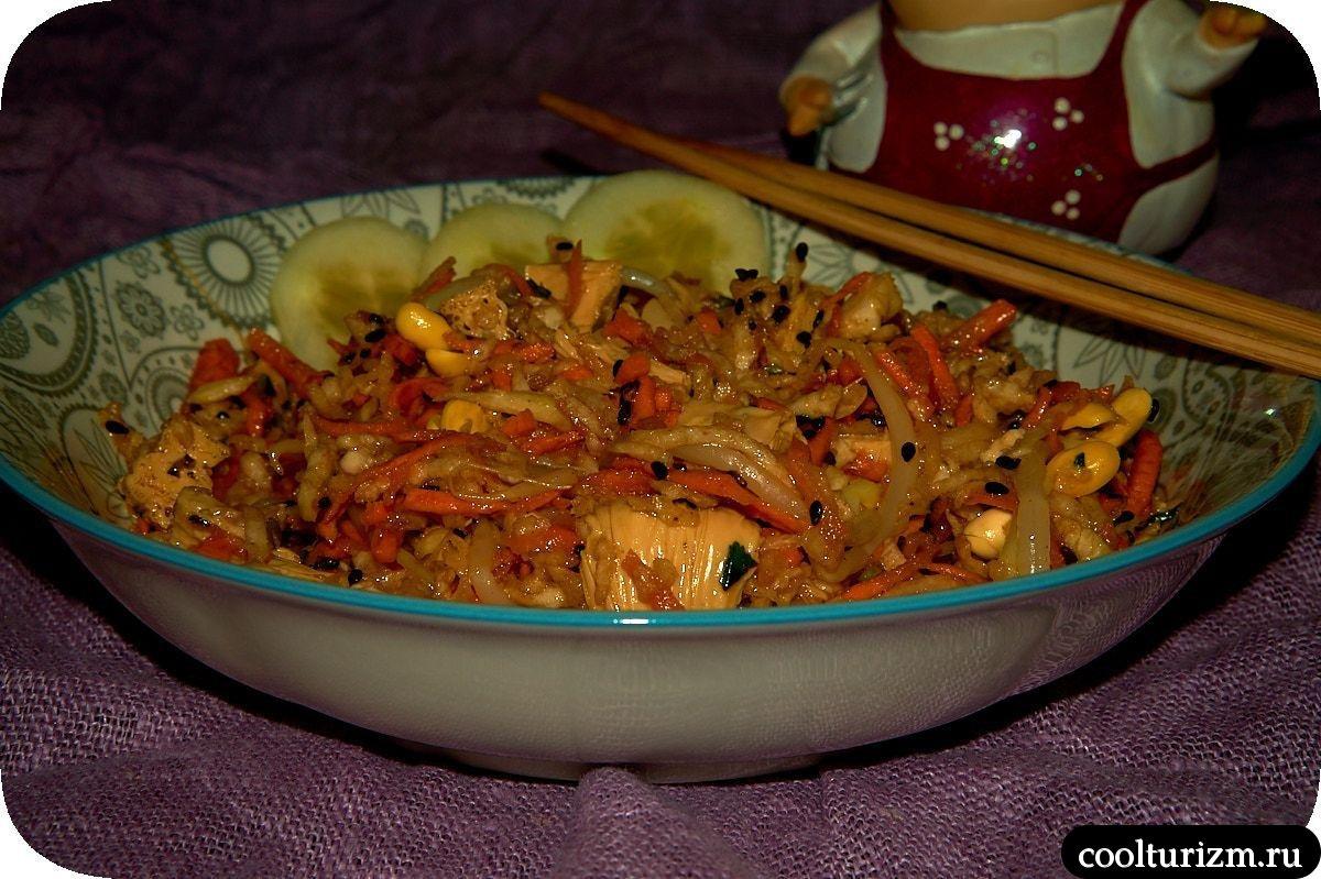 ростки осевых бобов и соевая спаржа в салате