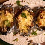 Запеченная картошка фаршированная кальмарами и сыром