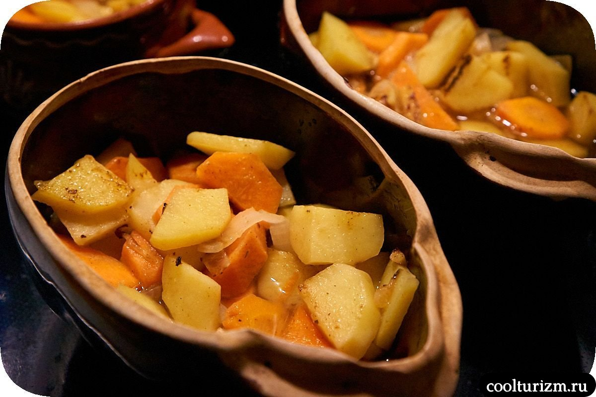 картошка с мясом и тыквой в горшочках