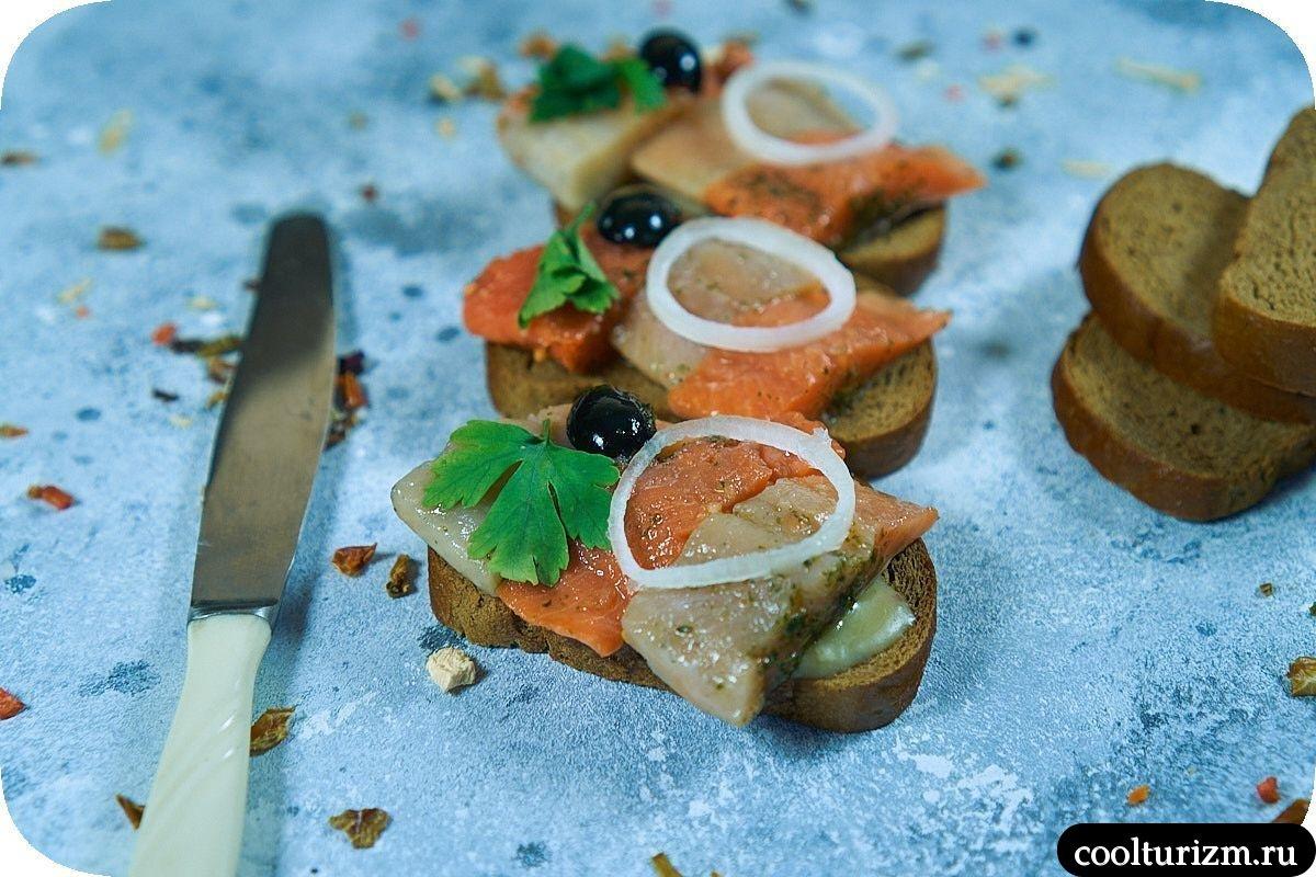 бутерброды с селедкой на черном хлебе