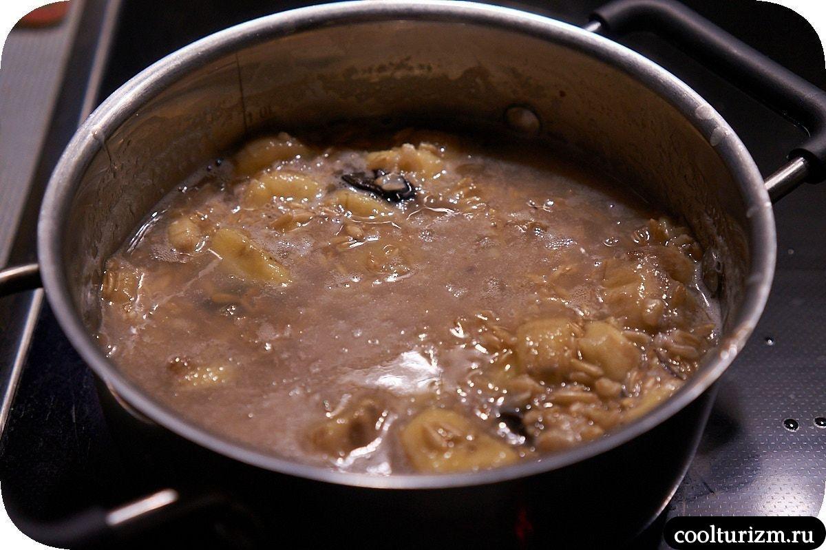 каша из овсяной крупы с бананами и черносливом