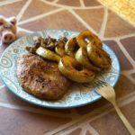 Мясо по французски с яблоками