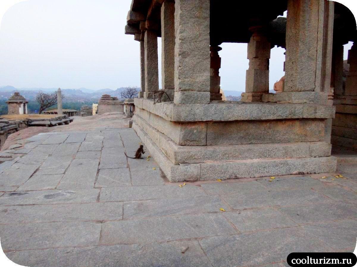 холм Хемакута храмовый комплекс