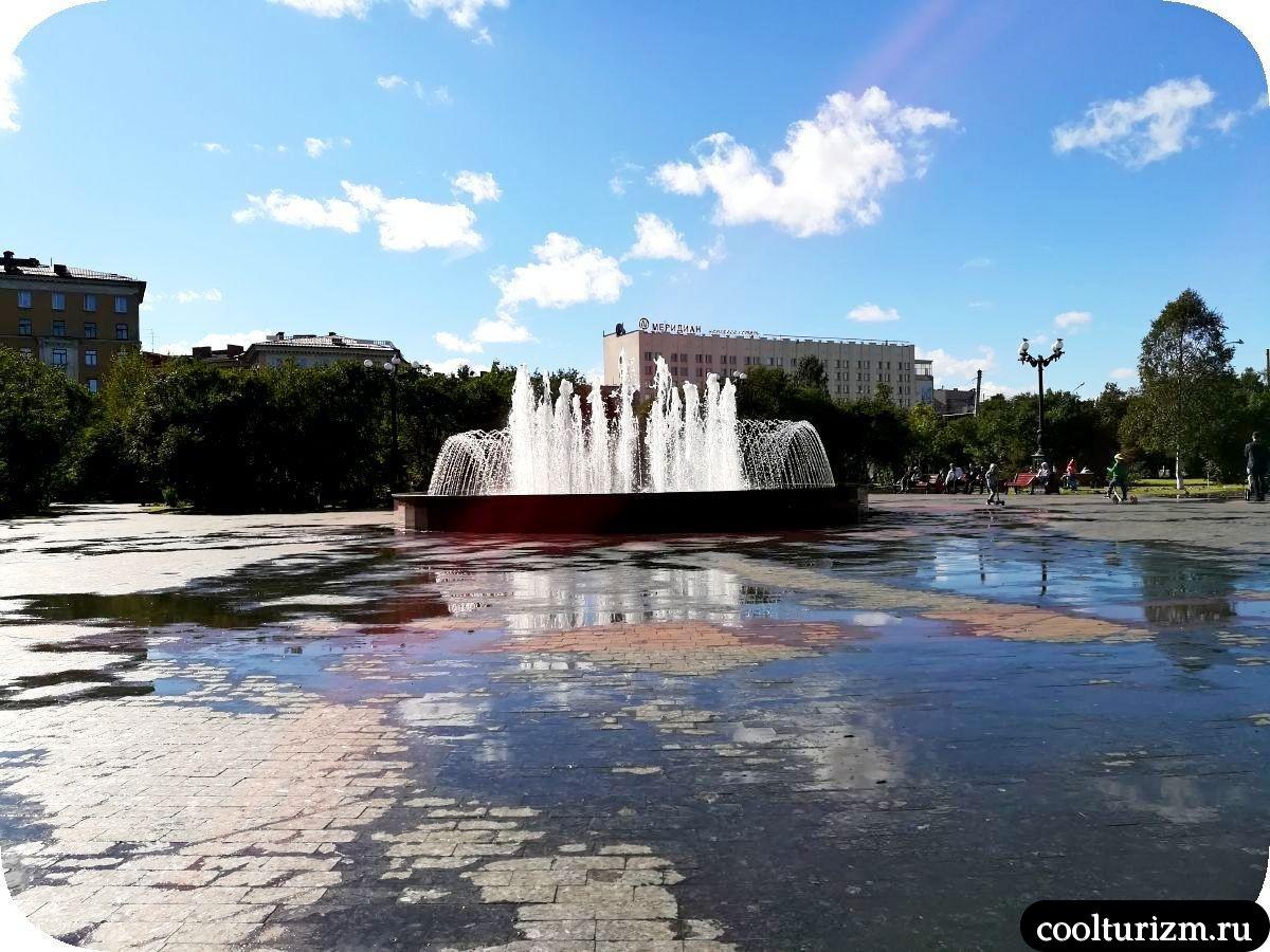 Центральный сквер Мурманск фонтан с якорем