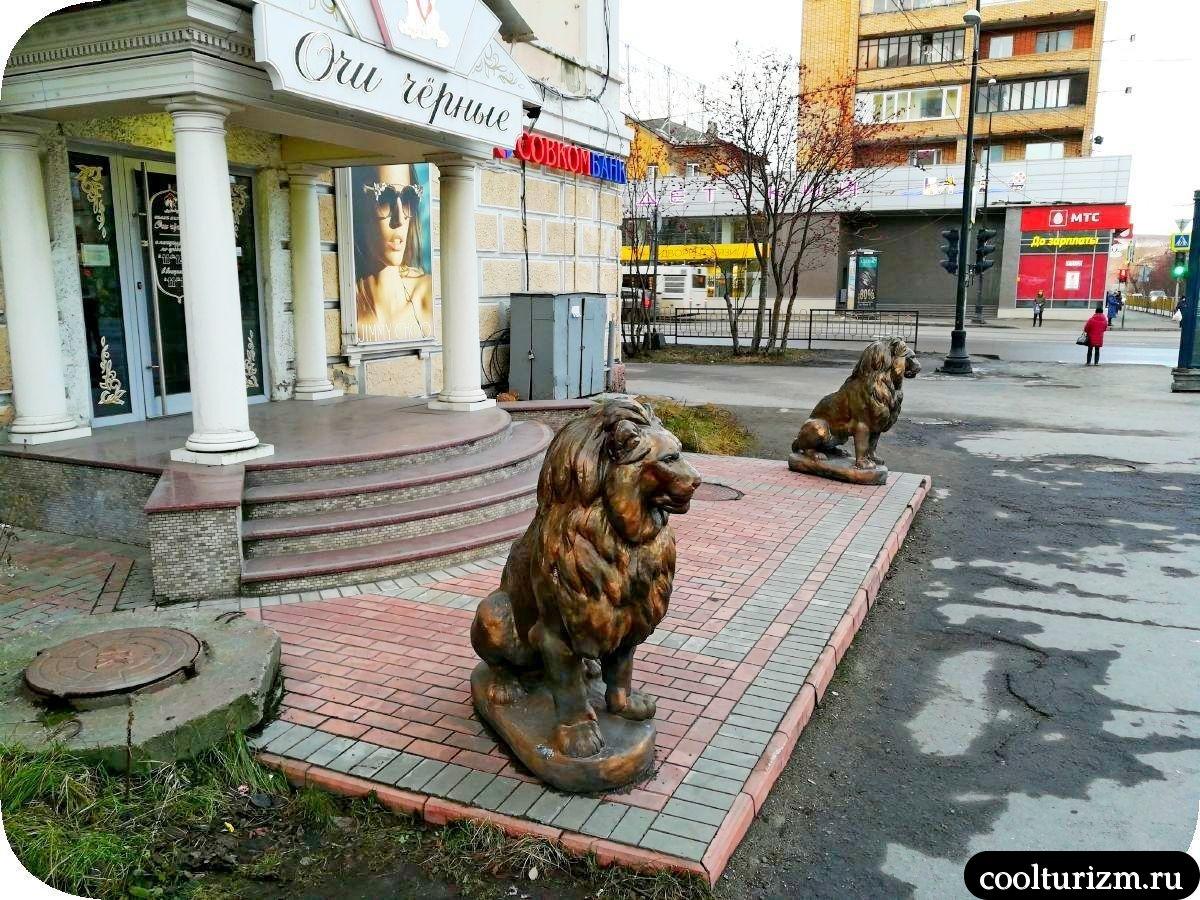 львы на Книповича\ Ленина Мурманск