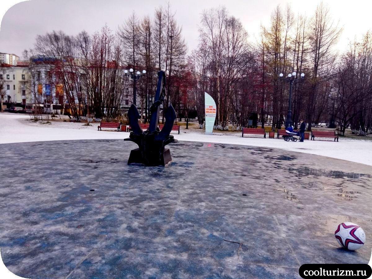 Центральный сквер Мурманск якорь