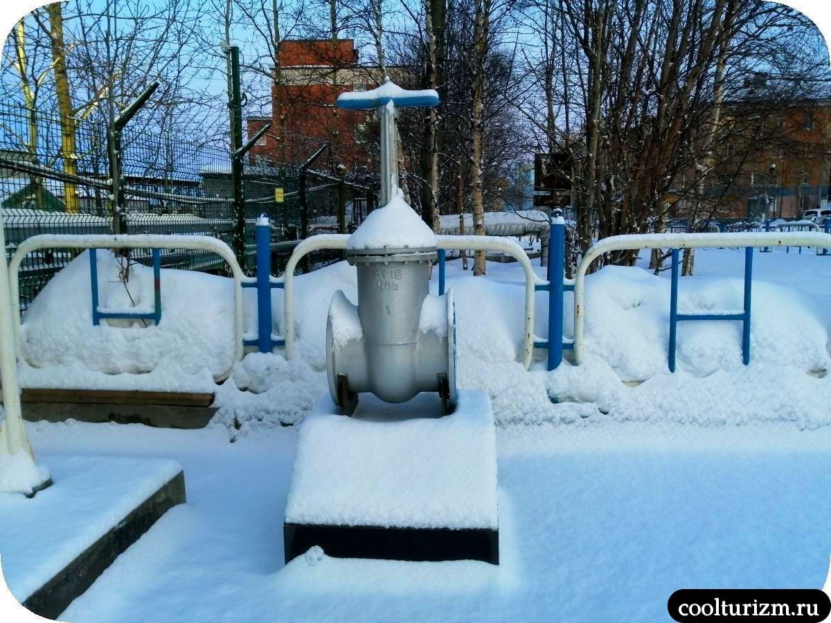 памятник чугунной задвижке Мурманск