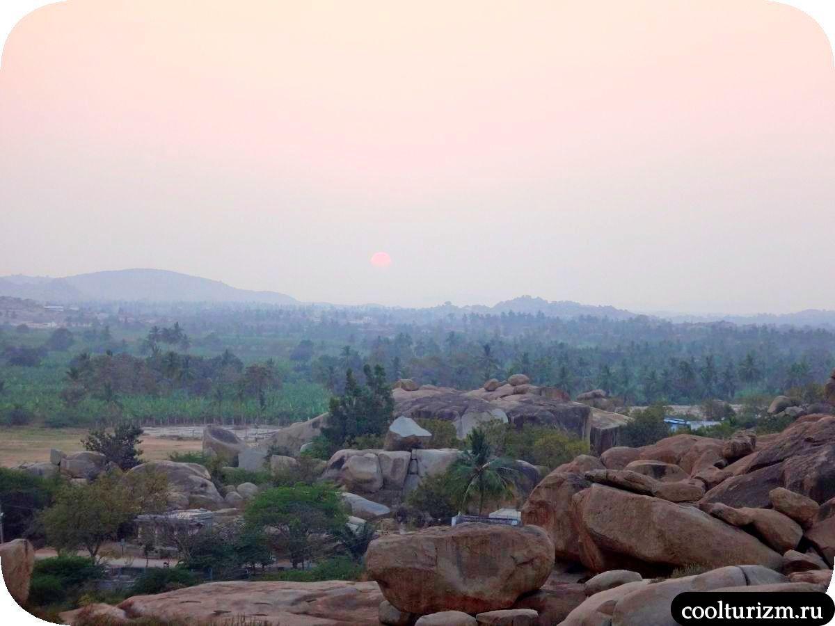 закат на холме Хемакута Шива