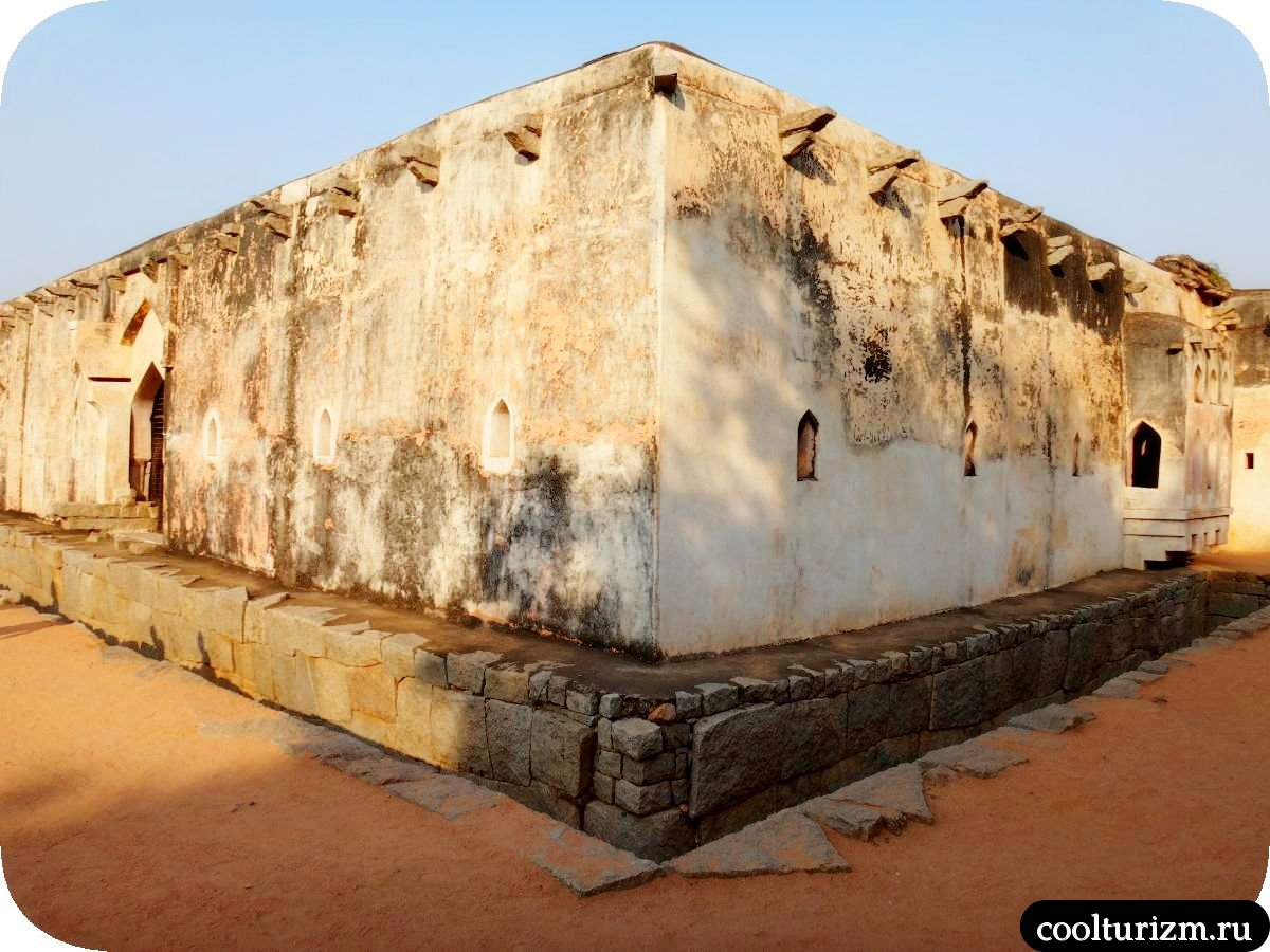 Королевская купальня в Хампи, Индия