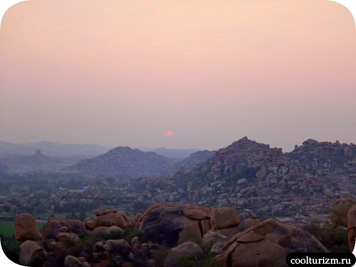рассвет на холме Маливанта в Хампи