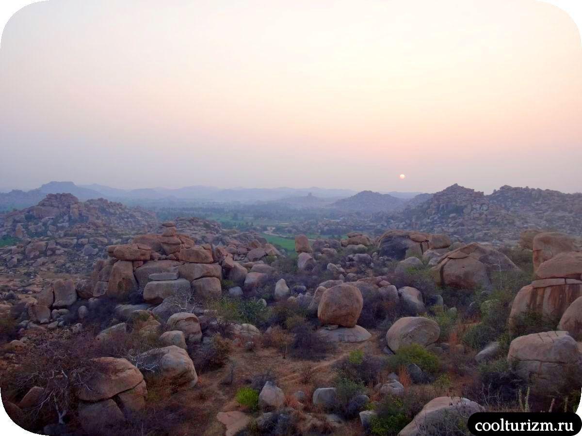 рассвет на холме Маляванта в Хампи штат Карнатака Индия