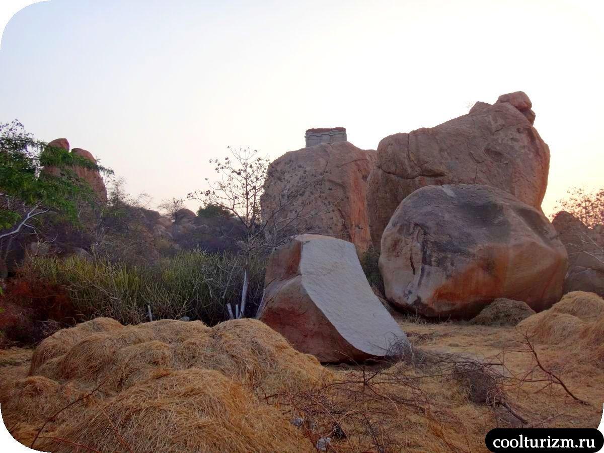 храм на скале Индия Хампи