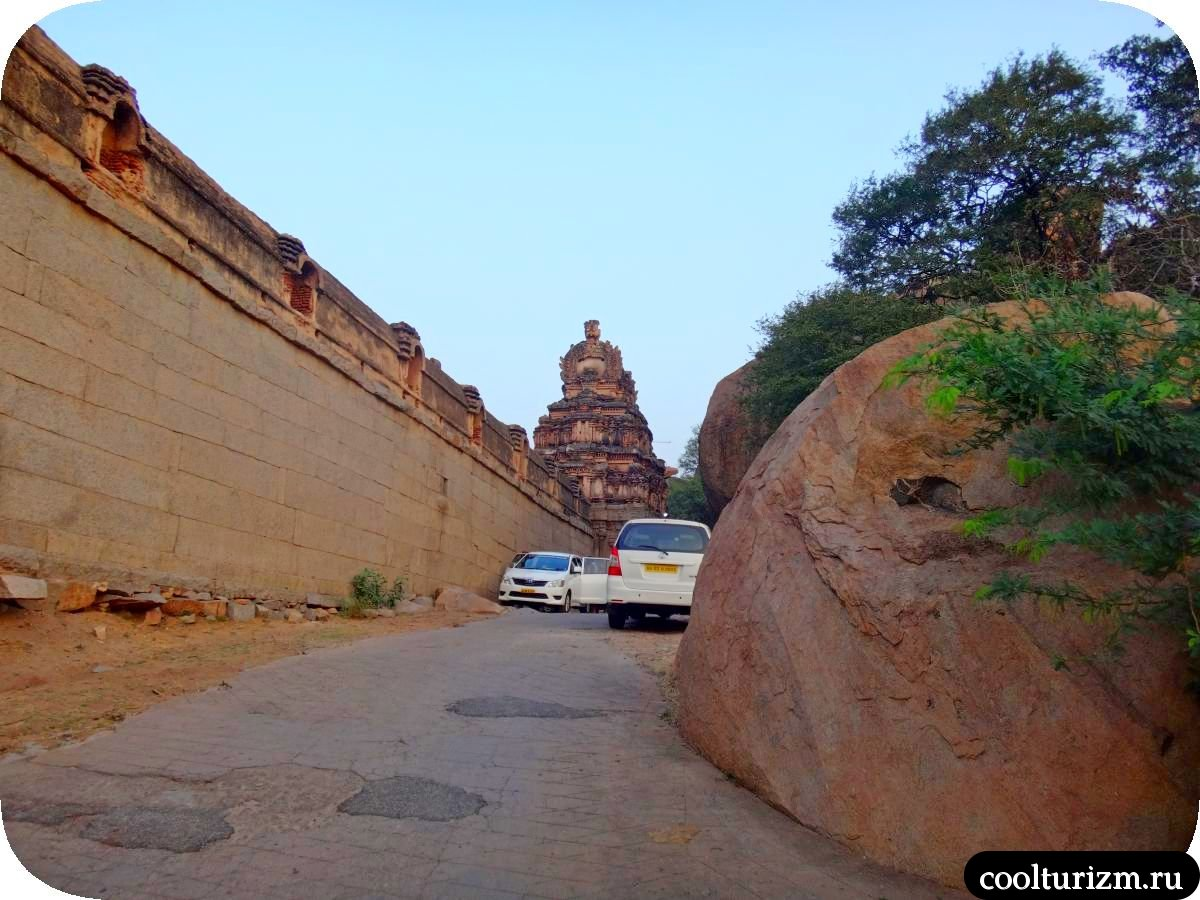 рассвет на холме Маляванта в Хампи храм Рагуната