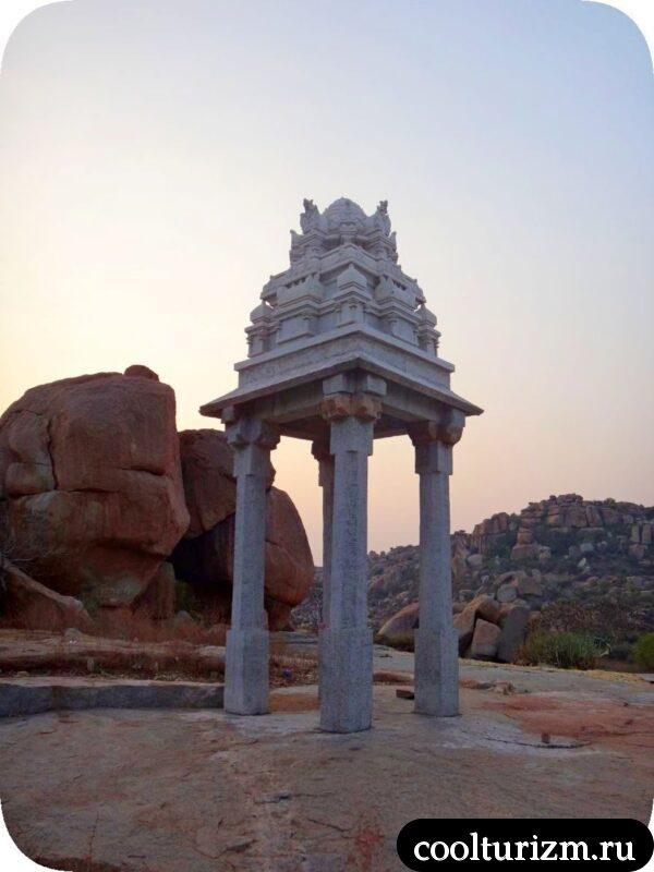 храм на скале Хампи Индия