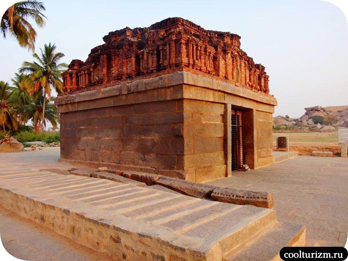 Бадави Линга храм Хампи Карнатака