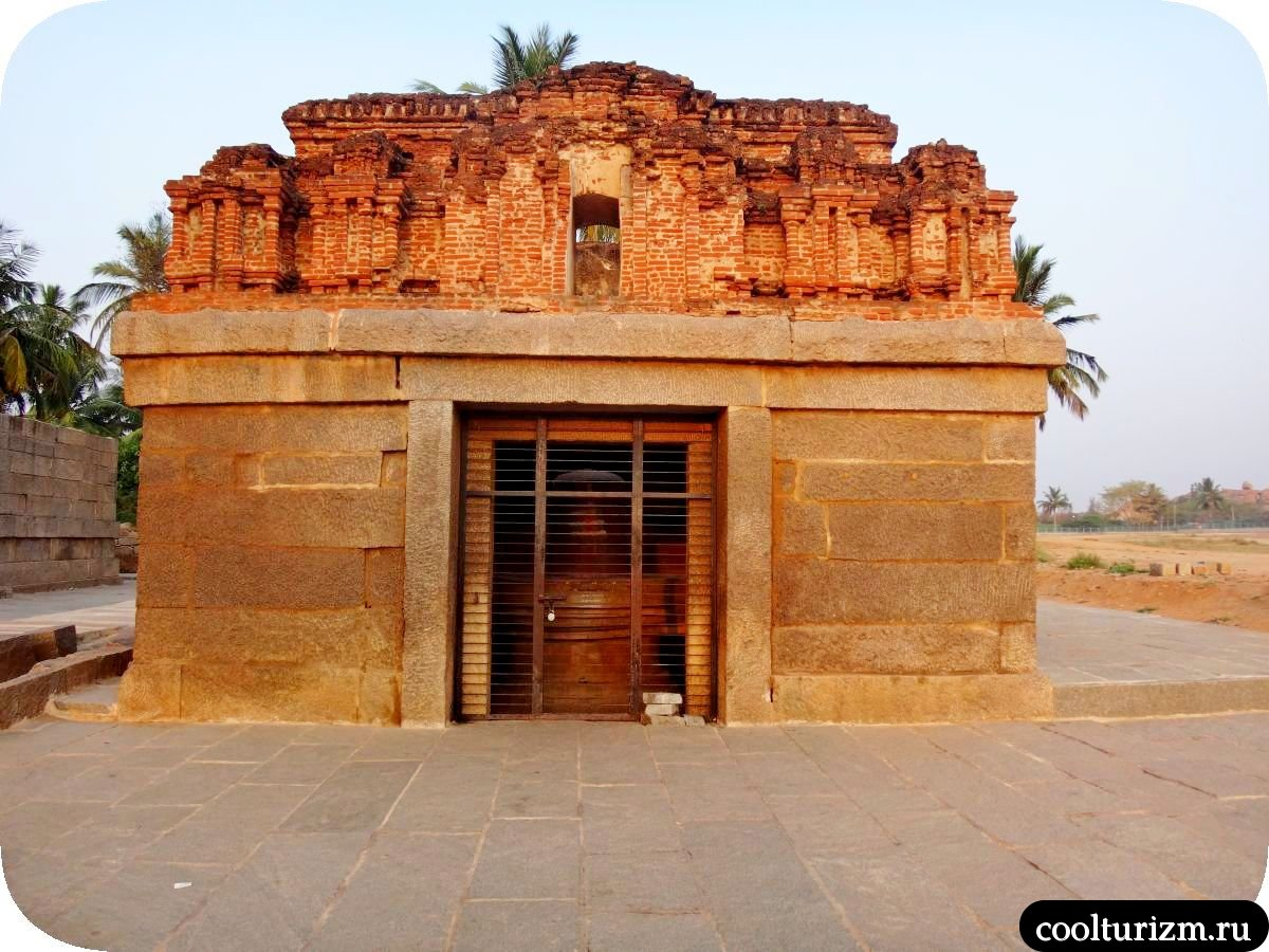 Бадави Линга храм Хампи Индия