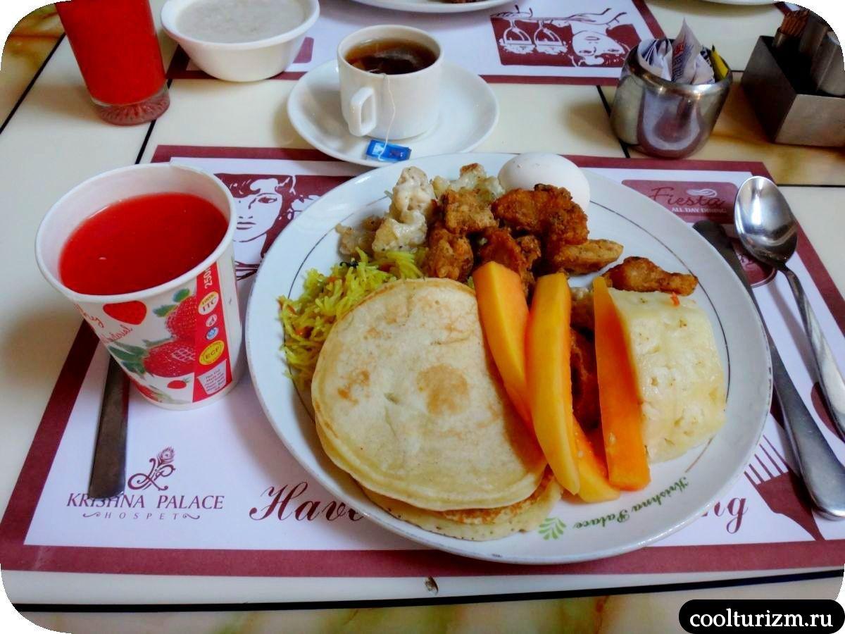 завтрак в индийском отеле