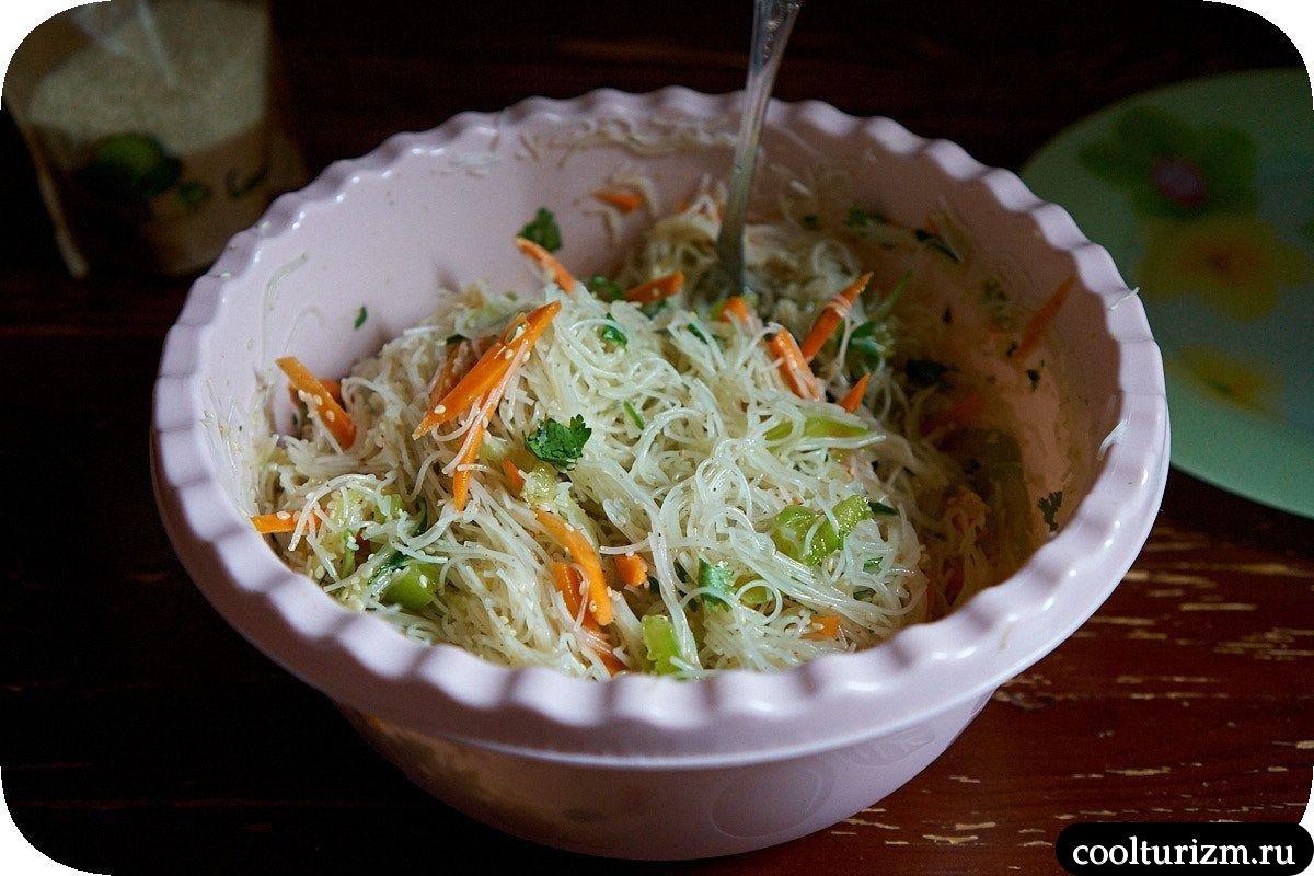 как приготовить салат из фунчозы с овощами