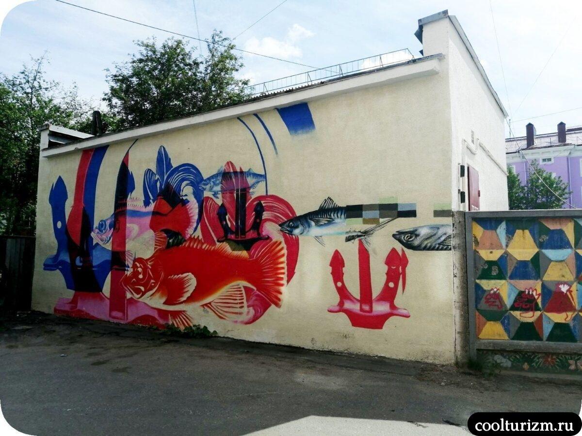 интересные достопримечательности Мурманска.граффити на будке в центре