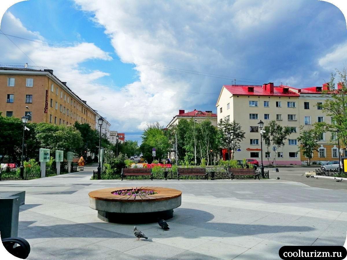 памятник Кириллу и Мефодию Мурманск сквер у Научной библиотеки Мурманск
