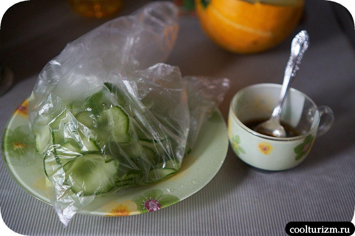 салат из маринованных огурцов быстрого приготовления