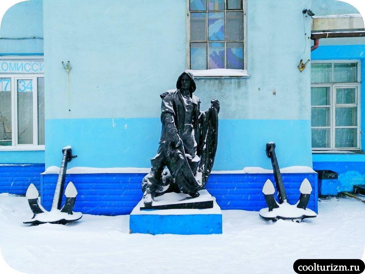 памятник рыбаку Мурманск