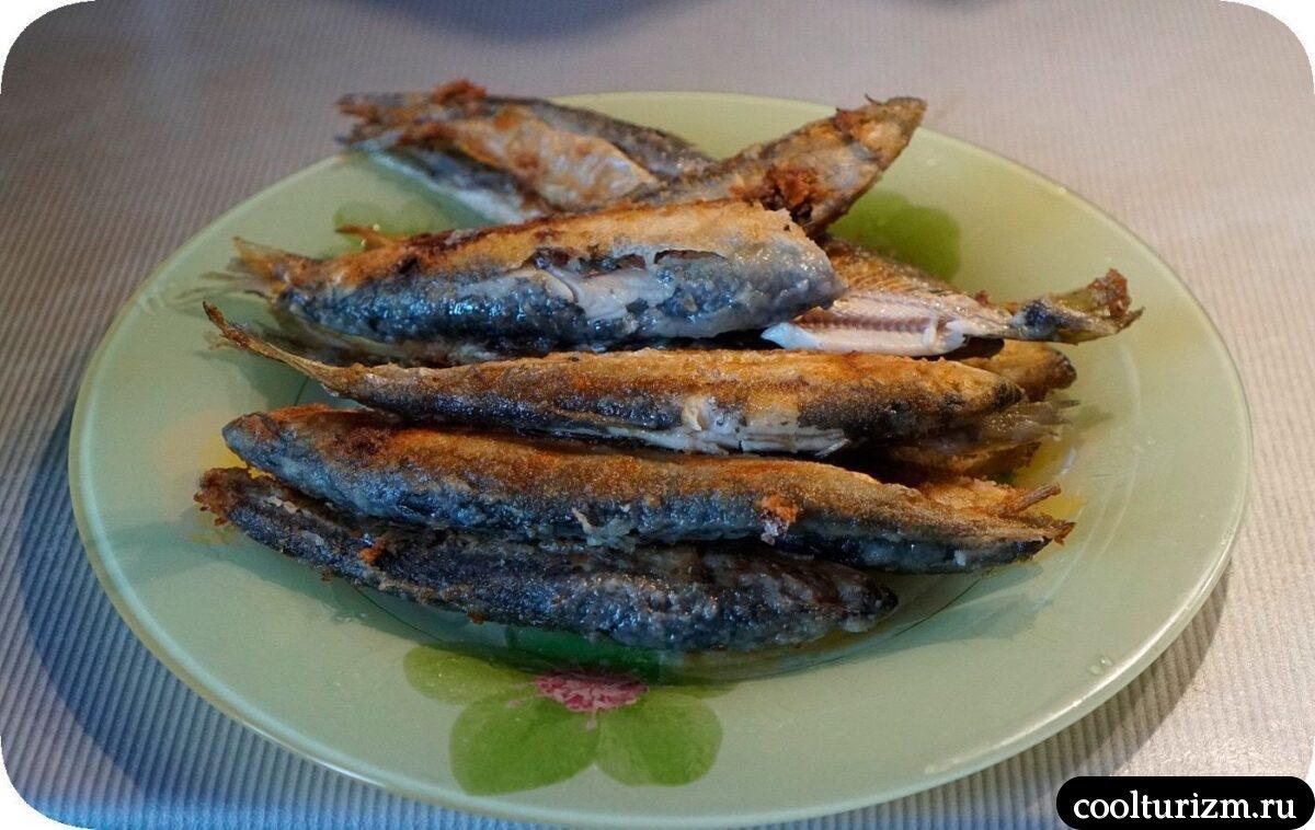 рецепт жареной салаки с овощным салатом